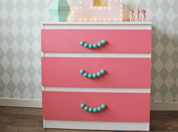 Awesome DIY Nightstands For Kids Bedrooms ➤ Discover the season's newest designs and inspirations for your kids. Visit us at kidsbedroomideas.eu #KidsBedroomIdeas #KidsBedrooms #KidsBedroomDesigns @KidsBedroomBlogs and inspirations for your kids. Visit us at kidsbedroomideas.eu #KidsBedroomIdeas #KidsBedrooms #KidsBedroomDesigns @KidsBedroomBlog diy nightstands for kids bedrooms Awesome DIY Nightstands For Kids Bedrooms Awesome DIY Nightstands For Kids Bedrooms Cover 600x445