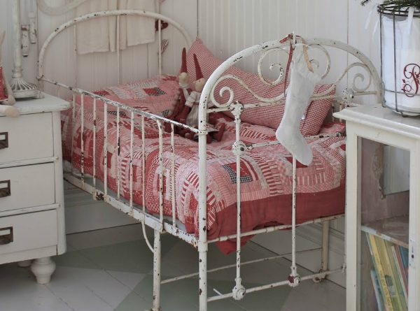 Vintage Beds For Kids Rooms That Are Timeless ➤ Discover the season's newest designs and inspirations for your kids. Visit us at kidsbedroomideas.eu #KidsBedroomIdeas #KidsBedrooms #KidsBedroomDesigns @KidsBedroomBlog