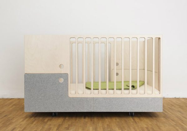 OTTO in the MOON: a Crib, a Toddler Bed and a Ottoman All in One ➤ Discover the season's newest designs and inspirations for your kids. Visit us at kidsbedroomideas.eu #KidsBedroomIdeas #KidsBedrooms #KidsBedroomDesigns @KidsBedroomBlog