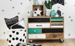 Perfect Chest of Drawers For Kids Bedrooms ➤ Discover the season's newest designs and inspirations for your kids. Visit us at kidsbedroomideas.eu #KidsBedroomIdeas #KidsBedrooms #KidsBedroomDesigns @KidsBedroomBlog