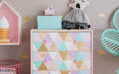 Kids Bedroom Furniture: Adorable Chest Of Drawers for Girls Room ➤ Discover the season's newest designs and inspirations for your kids. Visit us at www.kidsbedroomideas.eu #KidsBedroomIdeas #KidsBedrooms #KidsBedroomDesigns @KidsBedroomBlog