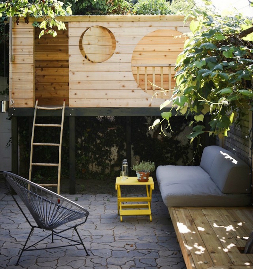 How to Turn The Backyard Into the Most Awesome Playground for Kids ➤ Discover the season's newest designs and inspirations for your kids. Visit us at www.kidsbedroomideas.eu #KidsBedroomIdeas #KidsBedrooms #KidsBedroomDesigns @KidsBedroomBlog