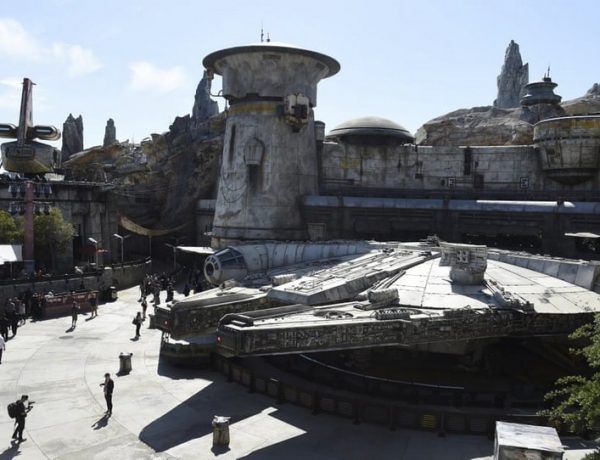 star wars: galaxy's edge Star Wars: Galaxy's Edge – The New Disney's Theme Park Star Wars Galaxys Edge The New Disneys Theme Park 6 600x460